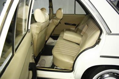 Mercedes-Benz 200 D